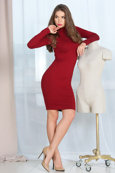 Теплое обтягивающее платье  Mondigo
